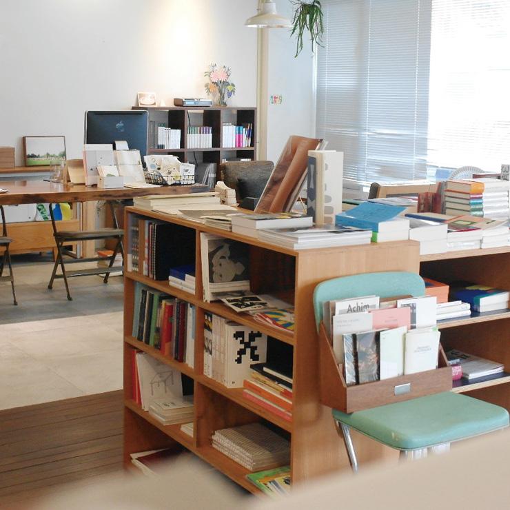 부산 1호 독립서점으로 꼽히는 샵 메이커즈. 10년 넘게 운영하면서 다양한 문화 예술 활동이 펼쳐지는 부산의 문화공간으로 자리 잡았다.