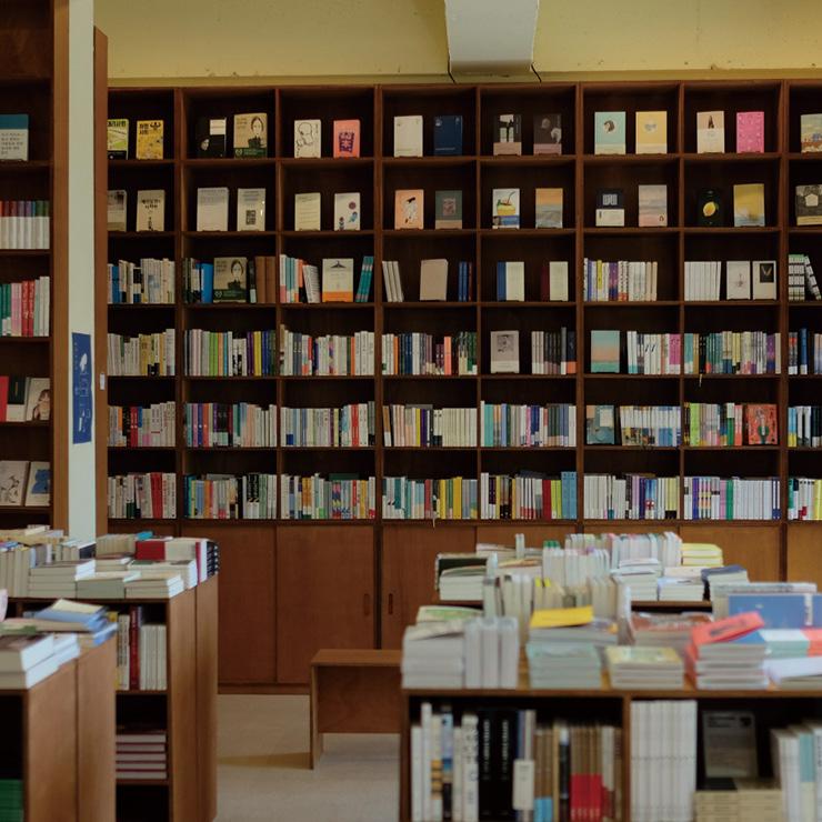 대전의 소문난 독립서점 도시여행자가 '서점 다다르다'로 다시 태어났다. 더 크고 안락해진 공간에서 피어날 향기로운 책 이야기가 기대된다.