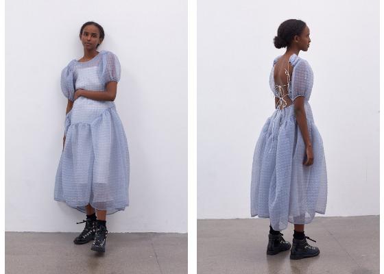 베이비 돌 드레스의 반전 매력을 증명하는 라벤더 컬러의 원피스는 3백22만원대, Cecilie Bahnsen.