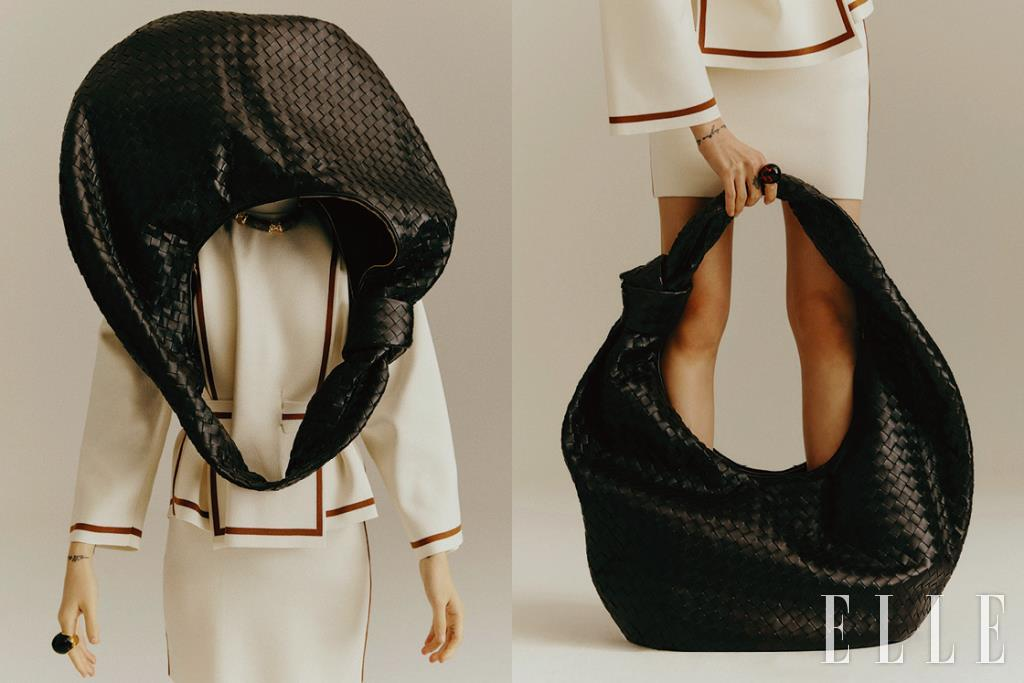 둥근 셰이프의 빅 사이즈 호보 백은 7백85만원, Bottega Veneta. 네크리스는 1백50만원, Louis Vuitton. 벨트 디테일의 니트 톱과 스커트는 가격 미정, 모두 Hermès. 볼 링은 77만원, Fendi.
