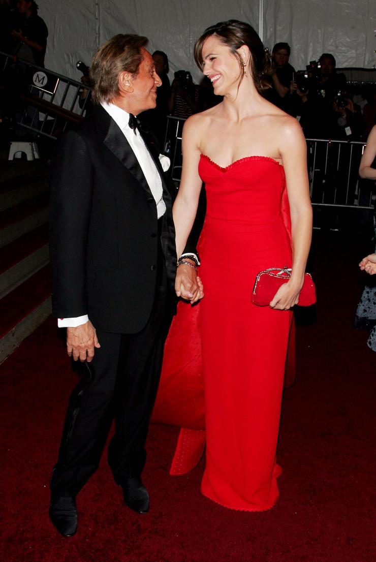 발렌티노의 레드 드레스를 입은 스칼렛 요한슨. Ⓒ게티 이미지