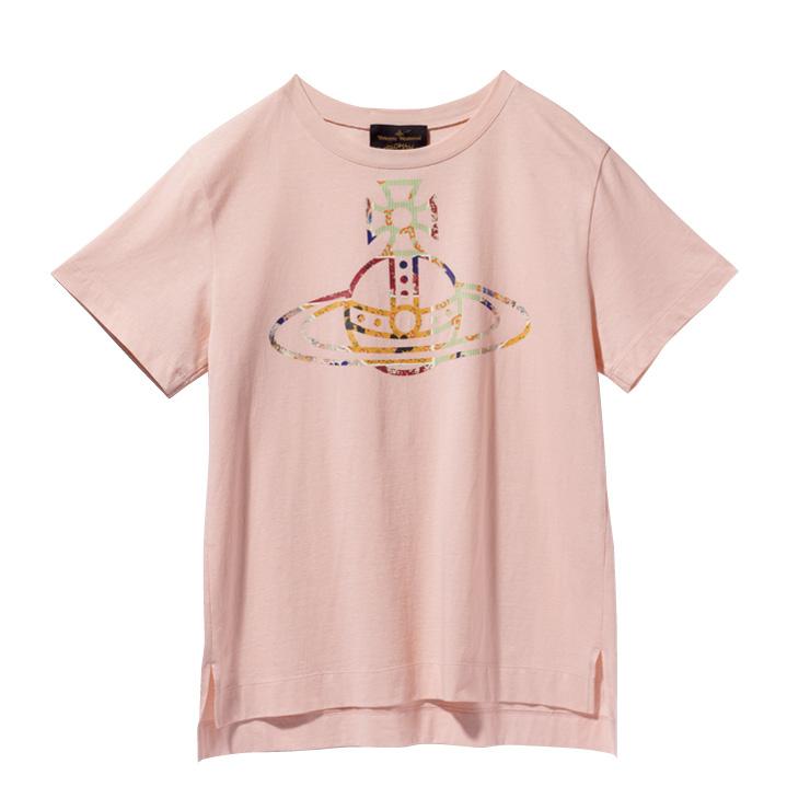 화사한 핑크 컬러의 티셔츠는 23만원, Vivienne Westwood.