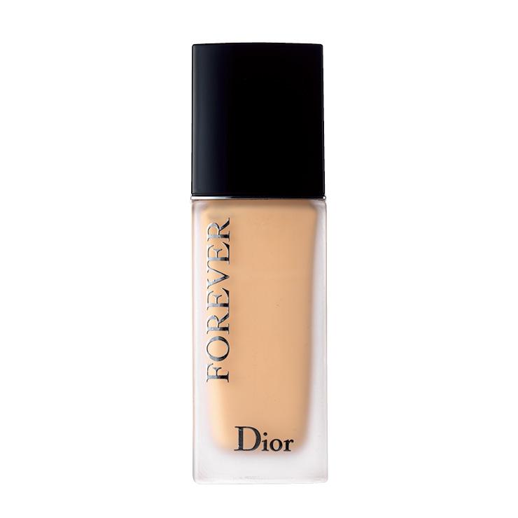 번들거림 없는 피부 톤이 오래 지속되는 디올 포에버 포에버 24h 웨어 하이 퍼펙션 스킨 케어링 파운데이션, 7만7천원대, Dior.