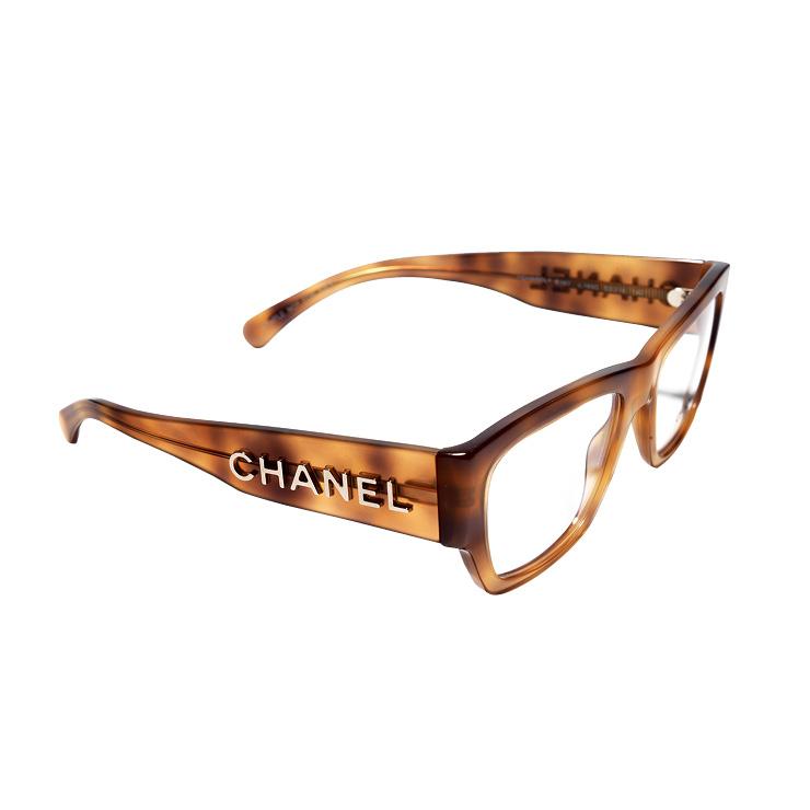 로고를 더한 안경은 가격 미정, Chanel.