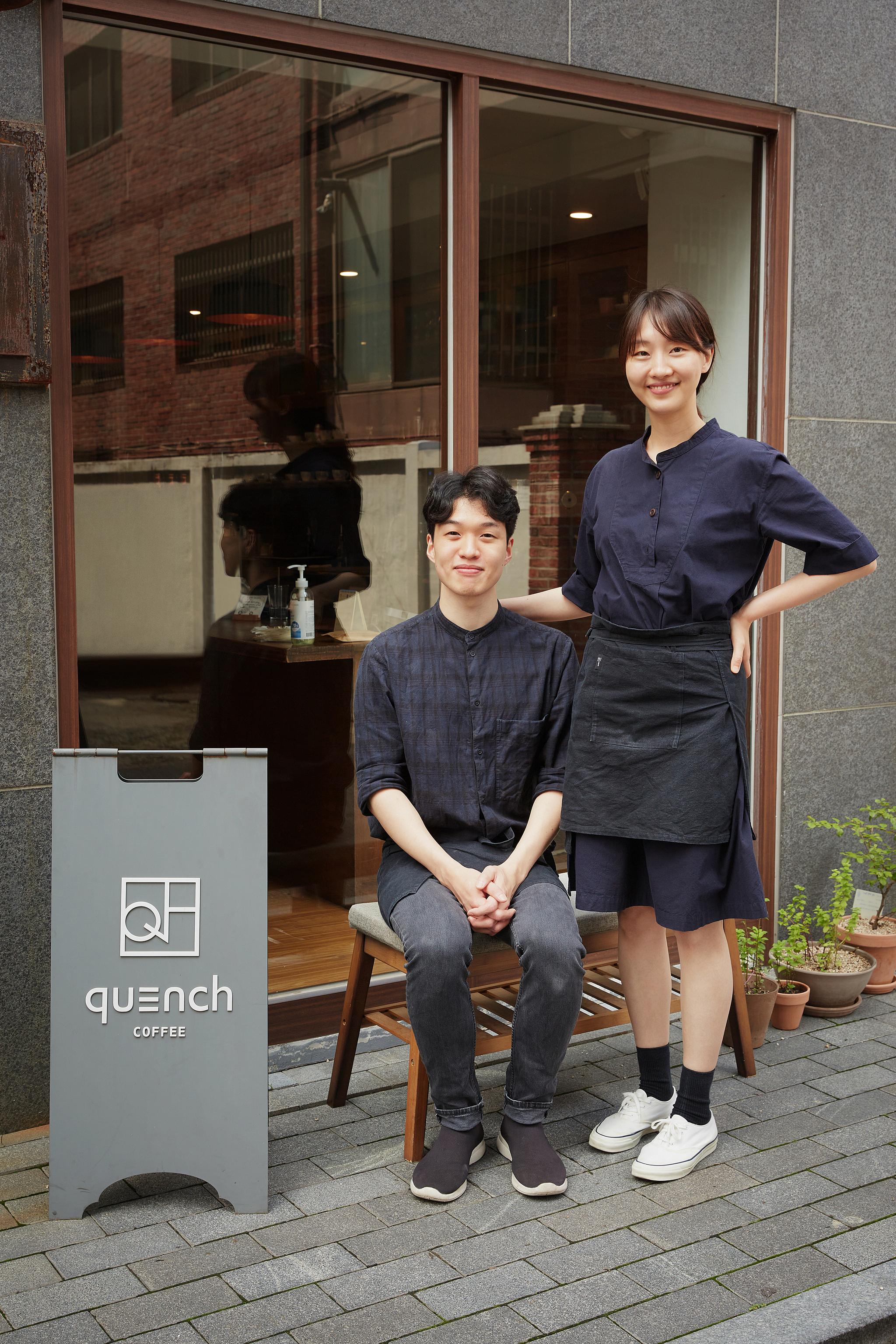 퀜치 커피(왼쪽이 이누림 대표, 오른쪽이 김연우 로스터)