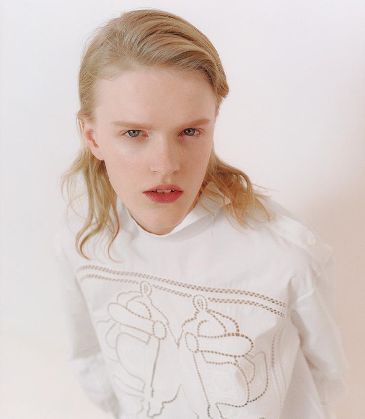유고 그릭카르의 브라이드 드 갈라 패턴을 새긴 오픈워크 셔츠.