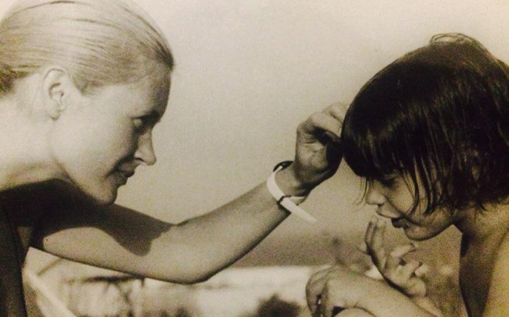 어린시절의 이자벨 마랑과 엄마.