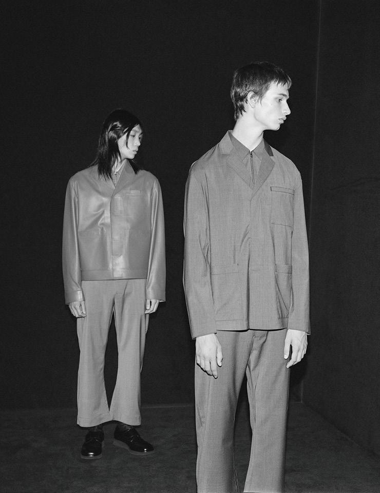 '프라다 멀티블 뷰 SS 21' 프로젝트에 합류한 조아나 피오트로프스카의 흑백 패션 필름.