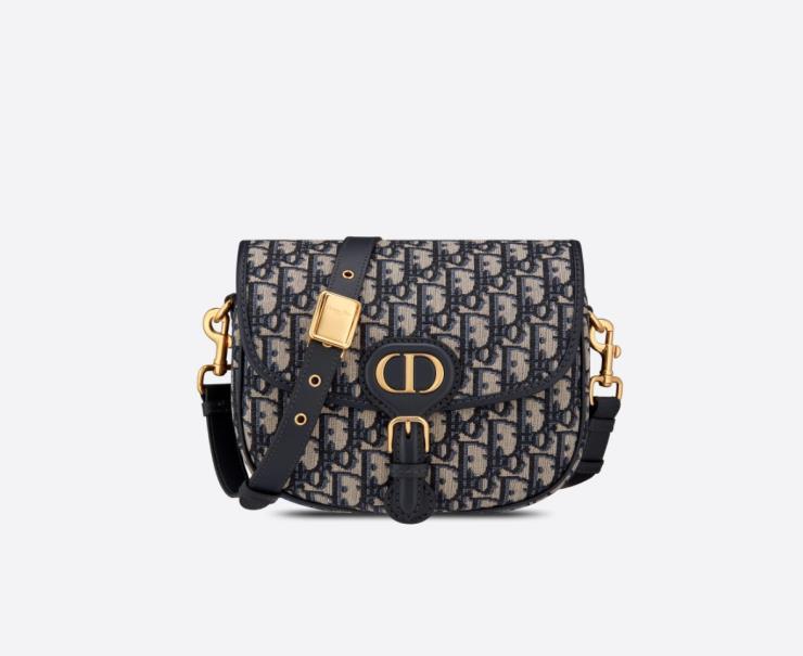 부드러운 라인이 세련된 바비 백은 4백60만원, Dior.