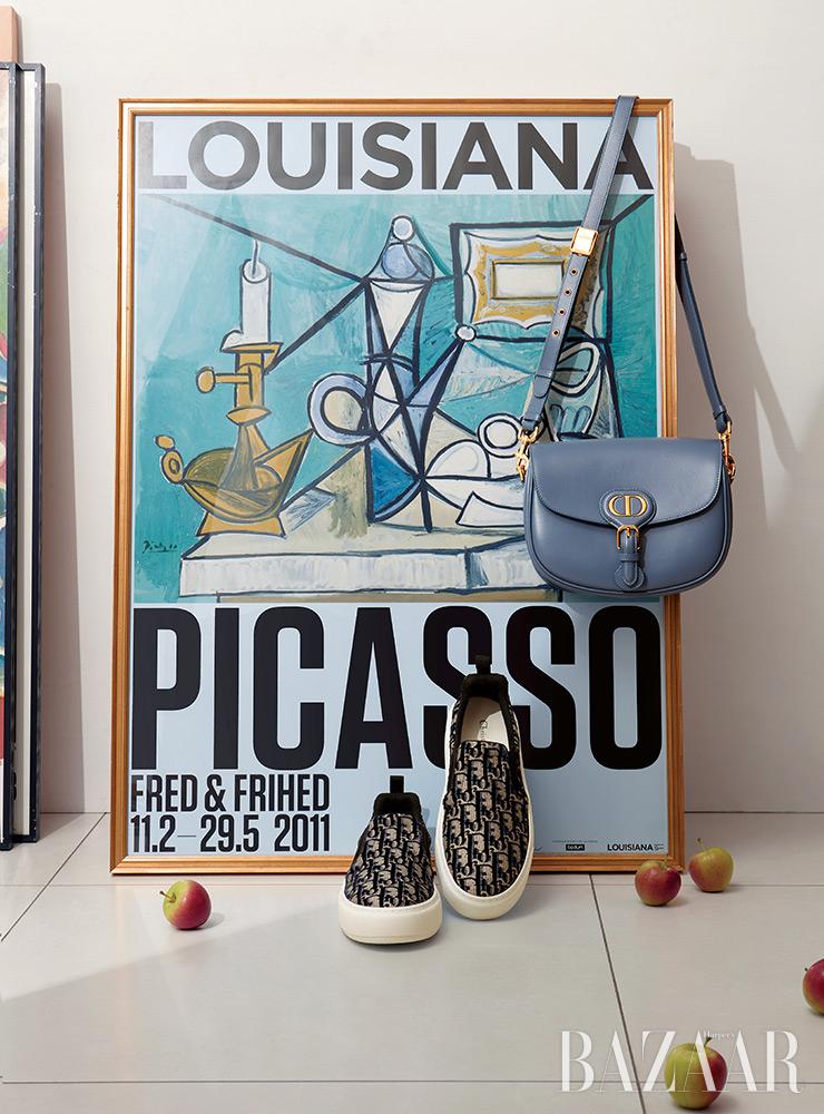 블루 미디엄 '디올 바비' 백과 자카드 슬립온은 Dior.