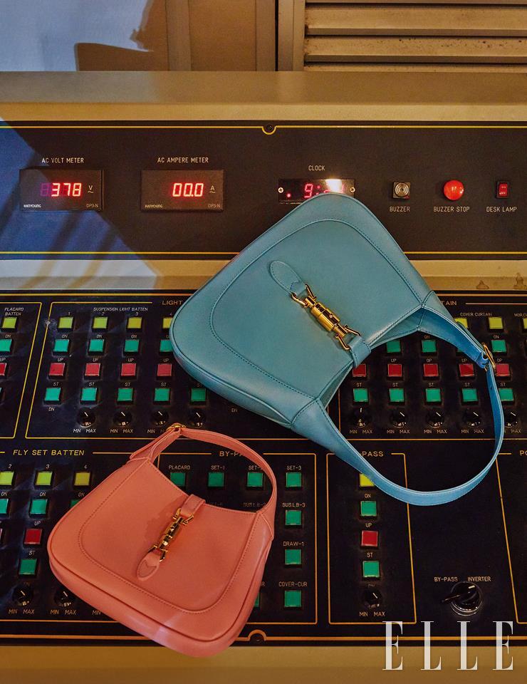 분홍색 '재키 1961' 미니 백과 하늘색 '재키 1961' 스몰 백은 모두 Gucci.