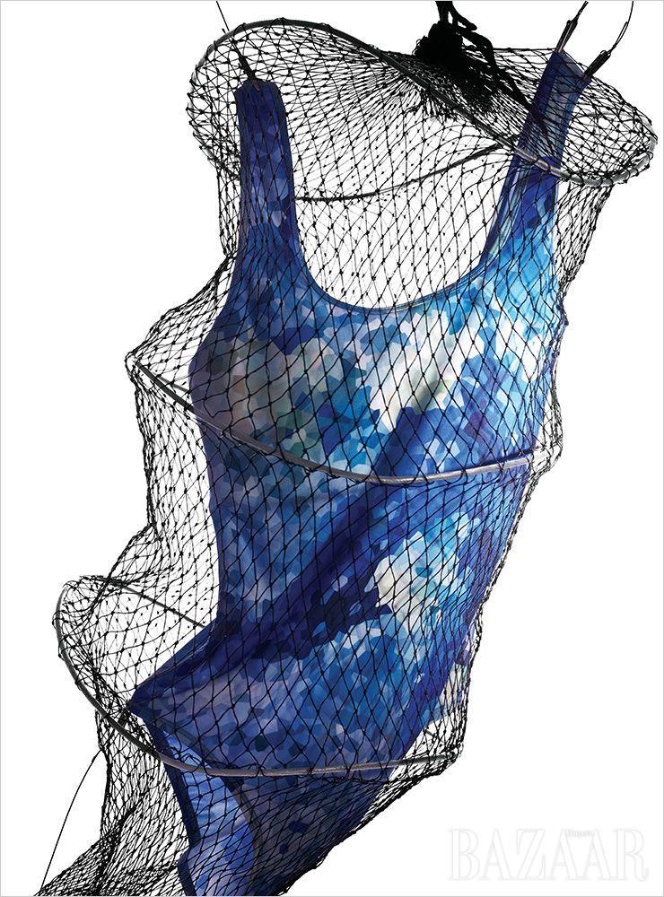 모자이크 프린트 수영복은 9만원대 Vleeda.