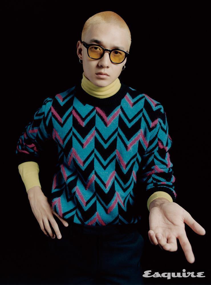 패턴 스웨터, 터틀넥 모두 가격 미정 벨루티. 팬츠 가격 미정 프라다. 선글라스 39만원 모스콧.