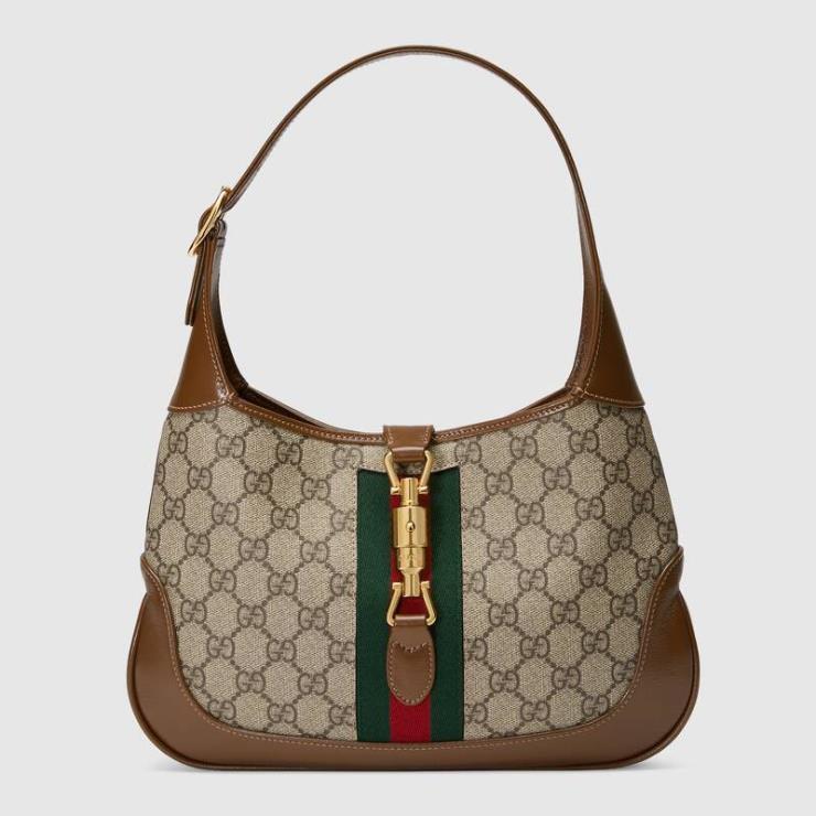 아이코닉한 디자인이 클래식한 재키 1961 스몰 호보 백은 2백15만원, Gucci.
