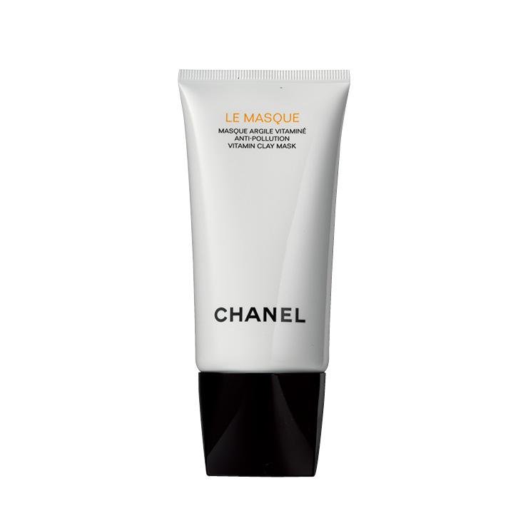 피부 정화 기능이 탁월한 카올린과 화이트 클레이, 피부 장벽을 강화하는 미세 조류와 미네랄, 비타민 성분 등이 풍부한 해양수와 만났다. 오렌지빛 제형이라 바르는 재미도 있는 르 마스크, 7만9천원, Chanel.