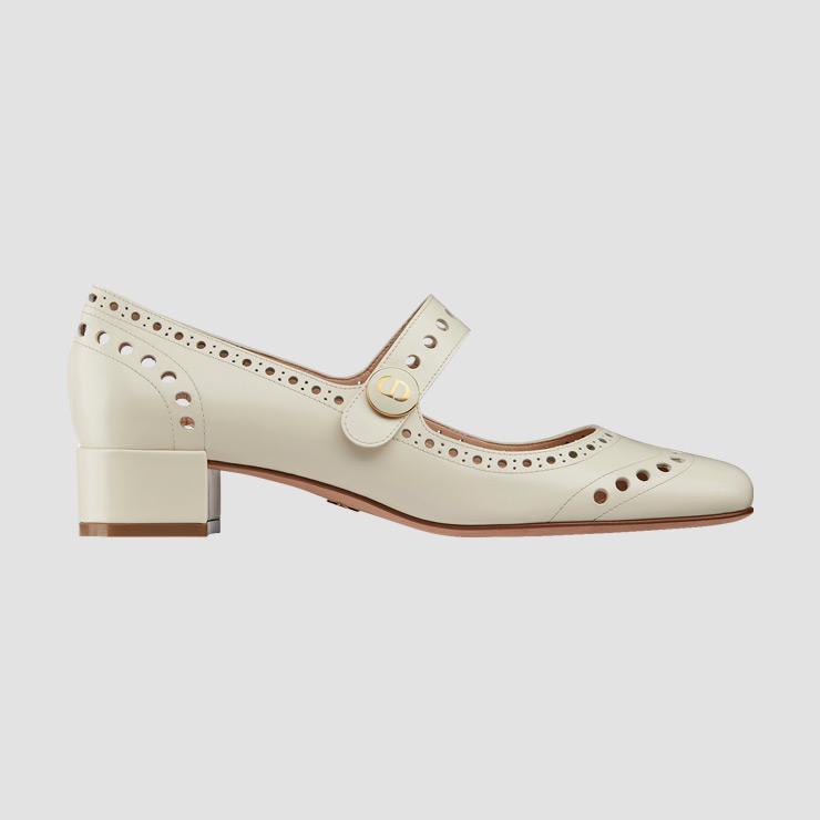 펀칭 디테일 슈즈는 가격 미정 Dior.