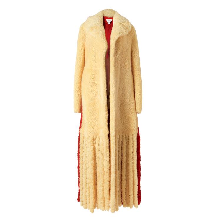 오버사이즈 시어링 퍼 코트는 가격 미정, Bottega Veneta.
