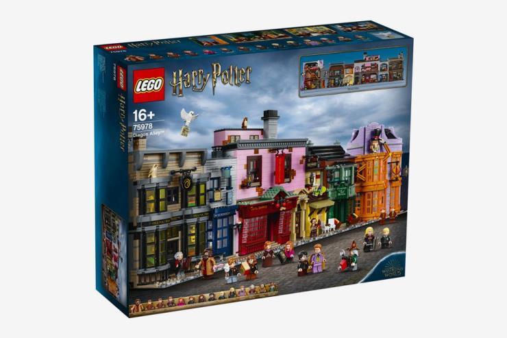 영화 〈해리포터〉 시리즈 속 마법 용품을 파는 상점가 '다이애건 앨리'를 재현한 레고 세트