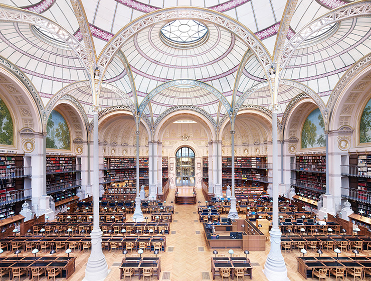 〈La Salle Labrouste?La Bibliotheque de l'INHA Paris II 2017〉, C-print, 180x206.7cm. Courtesy of the artist and Kukje Gallery. ⓒ Candida Hofer/VG Bild-Kunst, Bonn