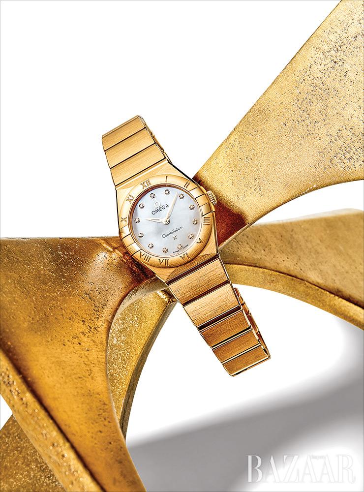 '컨스텔레이션 쿼츠' 시계는 Omega.