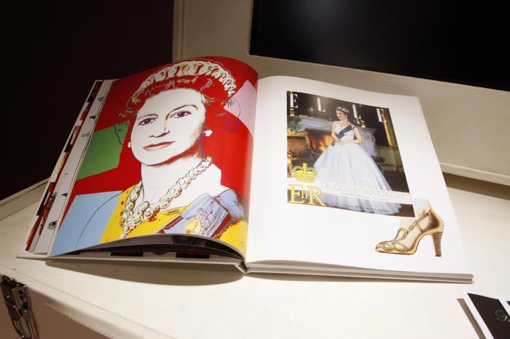 1953년 로저 비비에는 엘리자베스 2세 여왕이 대관식에서 신을 신발을 디자인했다. Ⓒ게티 이미지