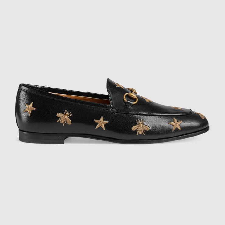 클래식한 디자인에 자수 장식으로 유니크함을 더한 로퍼는 1백7만원, Gucci.