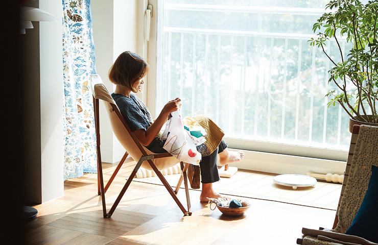 이홍안의 한 평짜리 방과 캠핑 섹션 사이에는 요가 매트 등이 놓인 운동 섹션, 바느질하거나 책을 읽는 취미생활 섹션이 있다.