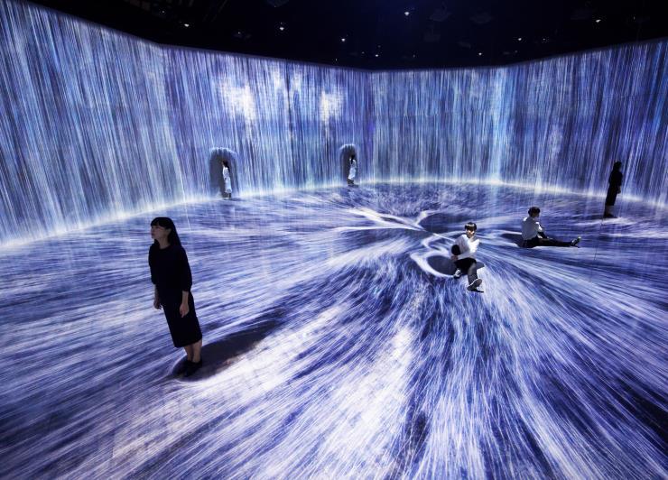 teamLab, <물 입자의 우주, Transcending Boundaries> © teamLab