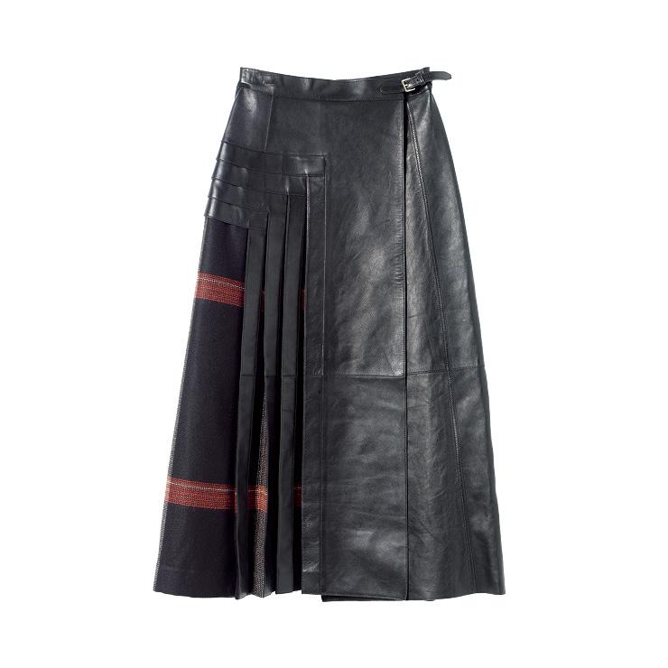 체크 패턴과 레더가 조화로운 랩스커트는 가격 미정, Hermès.