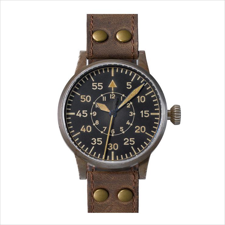 1935년부터 커다란 55mm 사이즈의 아주 정확한 시계인 베오바흐툰스우어 제작이 시작됐다. 제2차 세계대전 내내 독일 공군이 사용한 시계다. B-UHR.