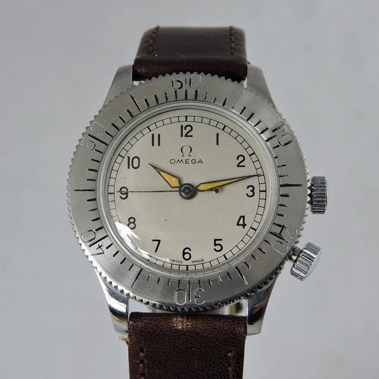 제2차 세계대전 중 영국 공군 파일럿을 위해 제조했다. 〈덩케르크〉에서 톰 하디는 진품을 차고 출연했다. 오메가 CK2129