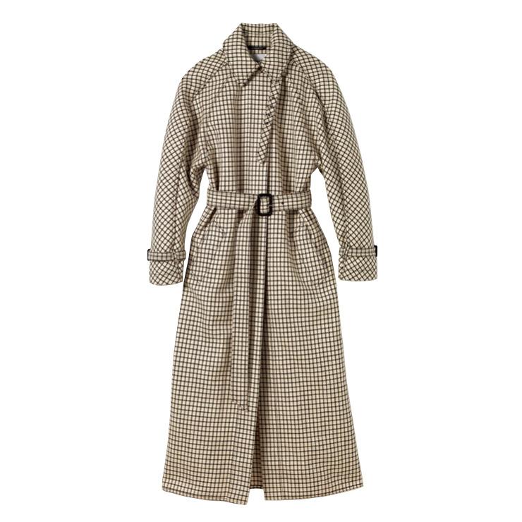 클래식한 체크 패턴의 트렌치코트는 4백26만5천원, Givenchy.