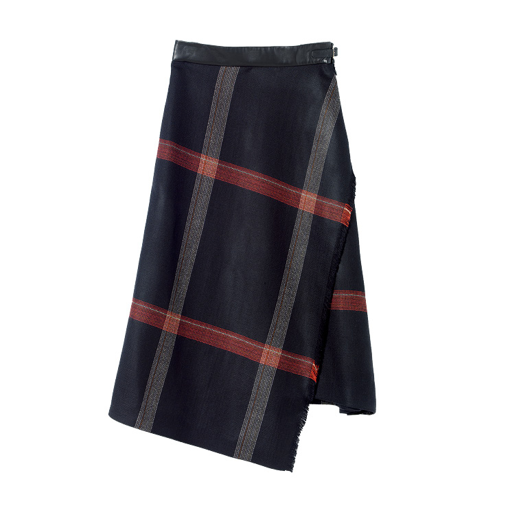 부드러운 캐시미어 소재의 체크 스커트는 가격 미정, Hermès.