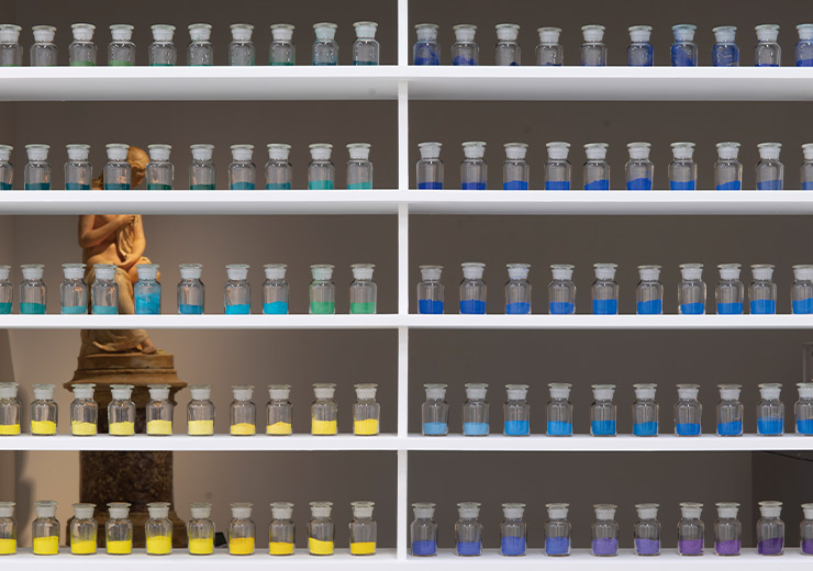 보존과학실에서는 작품 분석연구의 기초 재료가 되는 물감, 안료, 오일 등의 미술 재료를 수집하여 그 재료의 분석 결과를 데이터베이스로 구축하는 작업을 진행한다.