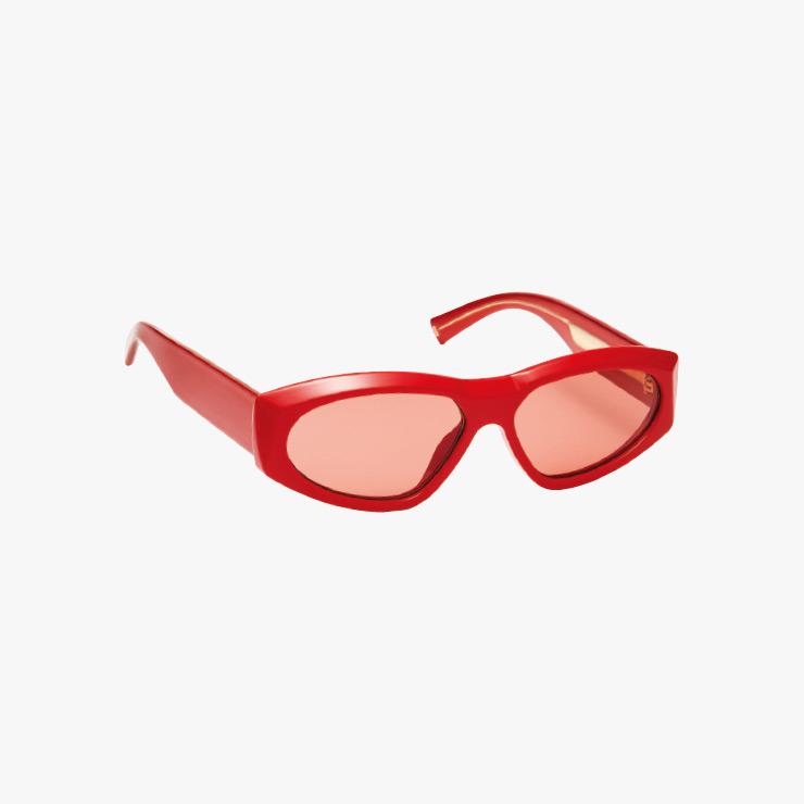 선글라스는 41만원대 Givenchy.