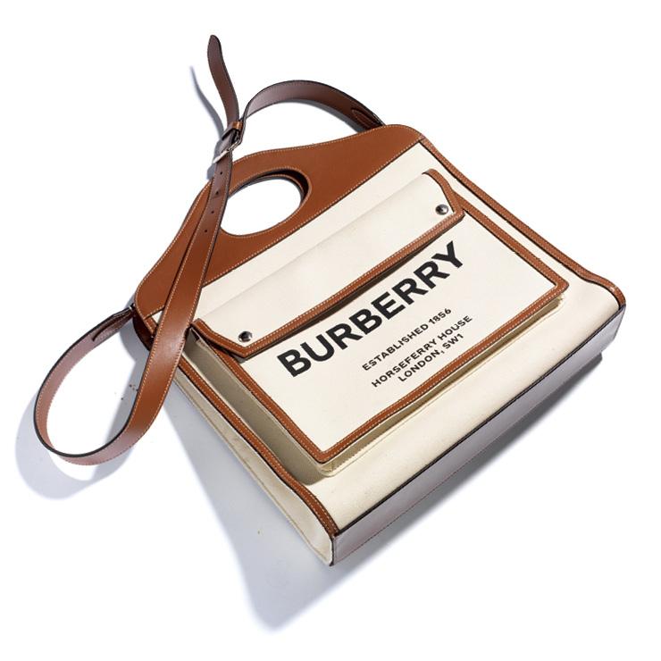 빅 포켓과 로고 디테일이 돋보이는 토트백은 2백5만원, Burberry.