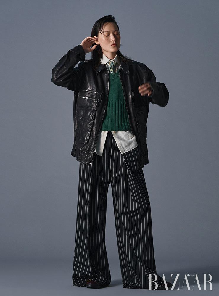 재킷은 5백만원대, 워커는 1백1만원 Tod's. 셔츠는 1백10만원, 넥타이는 40만원 Gucci. 니트 베스트는 1백14만원 Tom Ford. 팬츠는 Eudon Choi.  목걸이는 Bottega Veneta.