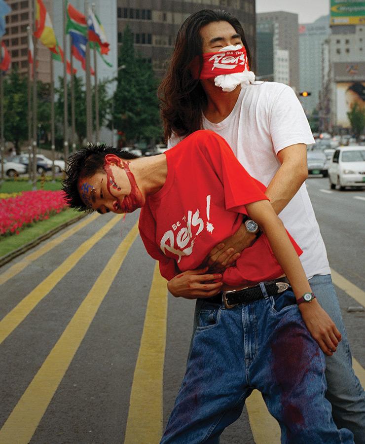조습, 〈습이를 살려내라〉, 2002/2012, 디지털 크로모제닉 컬러 프린트, 151x116cm, 국립현대미술관 소장.