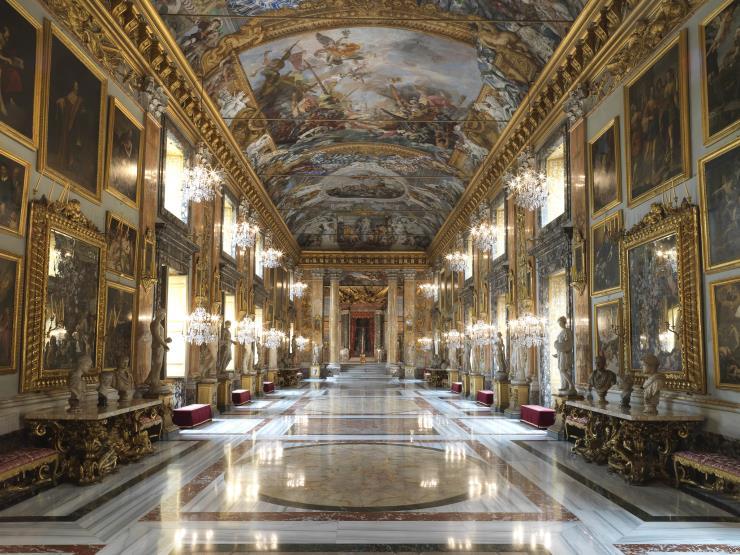 발렌티노의 오트 쿠틔르 컬렉션이 펼쳐질 로마의 갤러리아 콜론나.