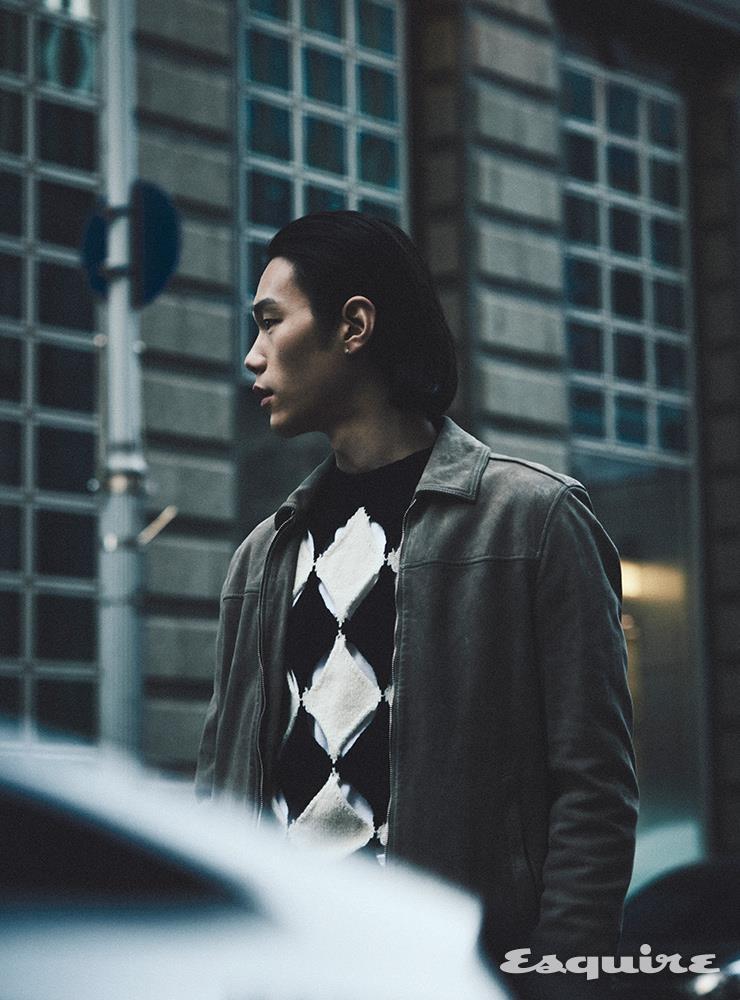 스웨이드 재킷 74만5000원 올세인츠. 니트 92만원대 스테판쿡 by 매치스패션.