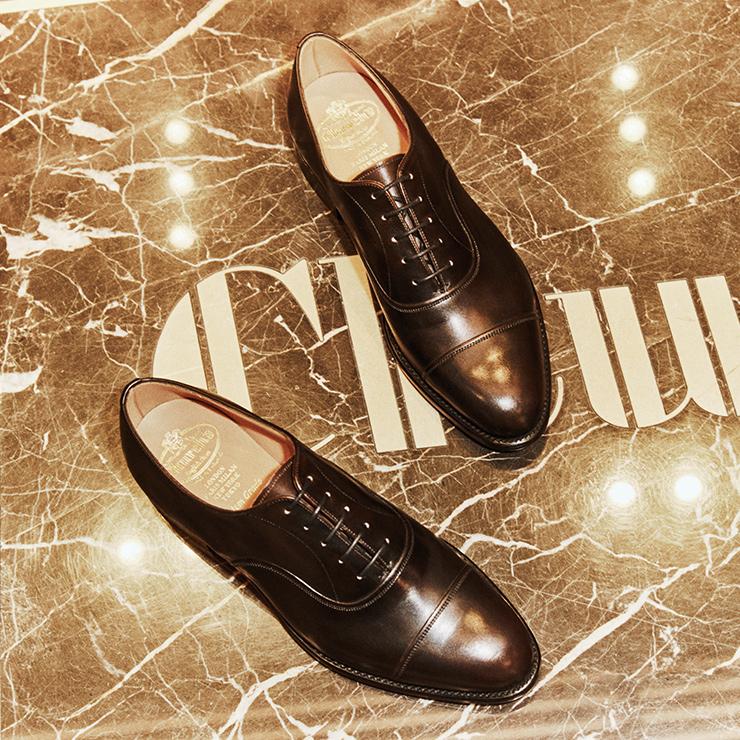 프린스는 전통적인 영국 슈즈에 사용되는 반짝이는 광택과 세부가 돋보인다. 블랙과 버건디, 브라운 컬러로 이뤄졌다. 170만원.